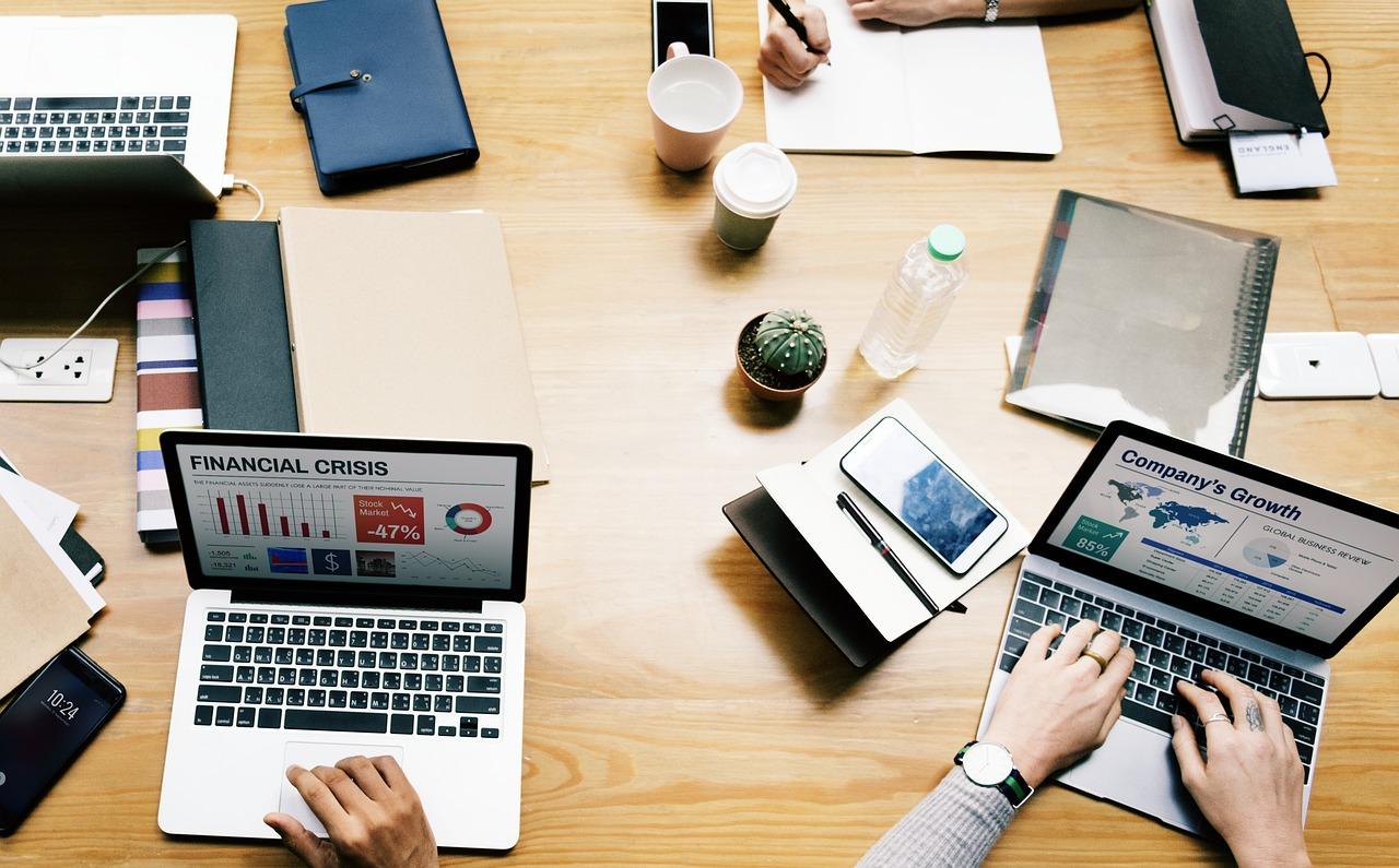 副業で稼いだ先でやったらいいことは設備投資?それともバイトへ代行?